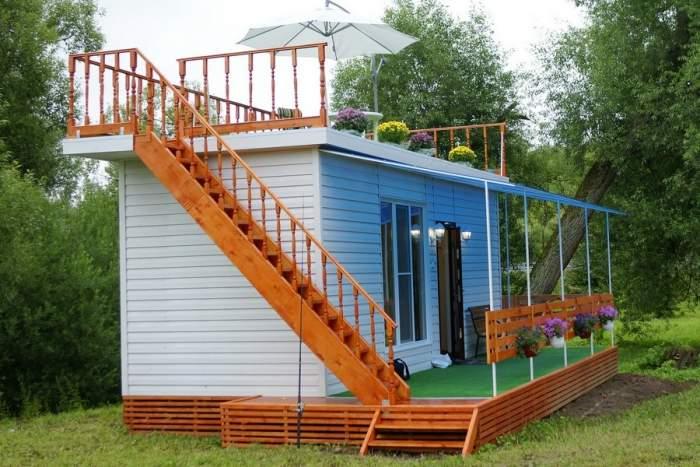 Садовый домик из строительного вагончика